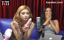 Pinay girl shows how she gives a blowjob